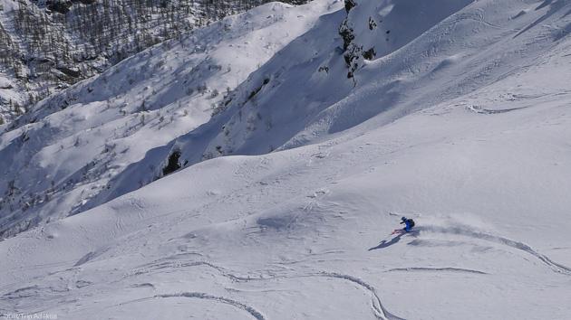 Magnifiques traces en ski freeride en Italie