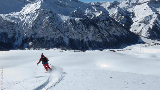 Laissez votre trace en ski free ride sur les pentes ensoleillées du massif du Queyras