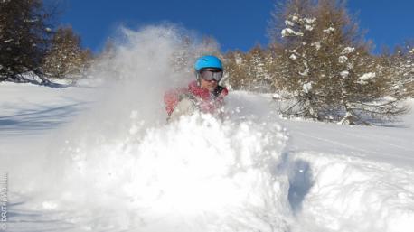 Nuage de poudreuse pour ce séjour ski freeride dans le massif du Queyras (Hautes Alpes)