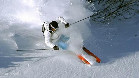 Séjour insolite en famille, des sessions de ski hors pistes, randonnées en raquette sur le domaine des portes du Mont Blanc, à Combloux - Megève