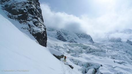 la vallée blanche avec un guide de ski freeride pour découvrir les plus beaux hors pistes de Chamonix